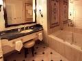caesars_palace_bathroom