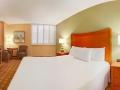 california_hotel_room2