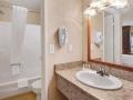 days_inn_las_vegas_bathroom